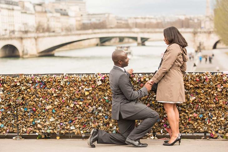 paris-marriage-proposal-down-on-one-knee-notre-dame-pont-des-arts-bridge