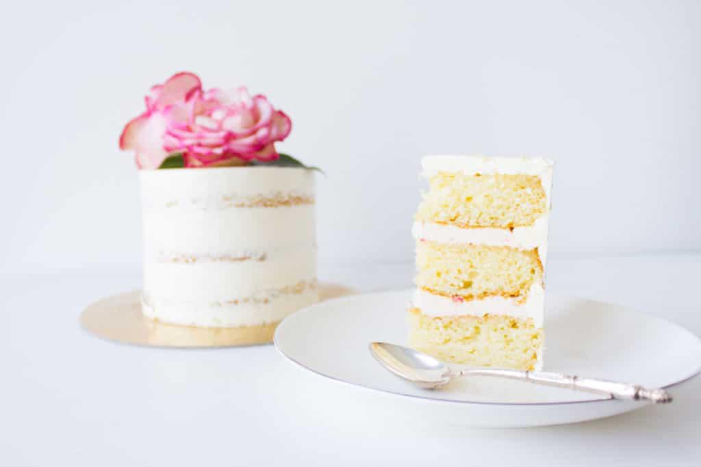 wedding-cake-serving